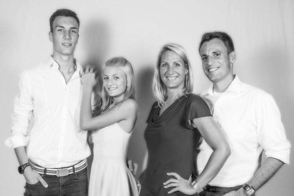 Ein Familienbild aus der letzten Abiballsaison.