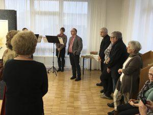 Dr. Peter Striebel bei der Laudatio. Daneben Schirmherr Bürgermeister Johann Widmaier